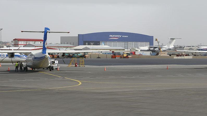 Bakı Aeroportunda yük terminalı istiqamətində yolun tikintisi
